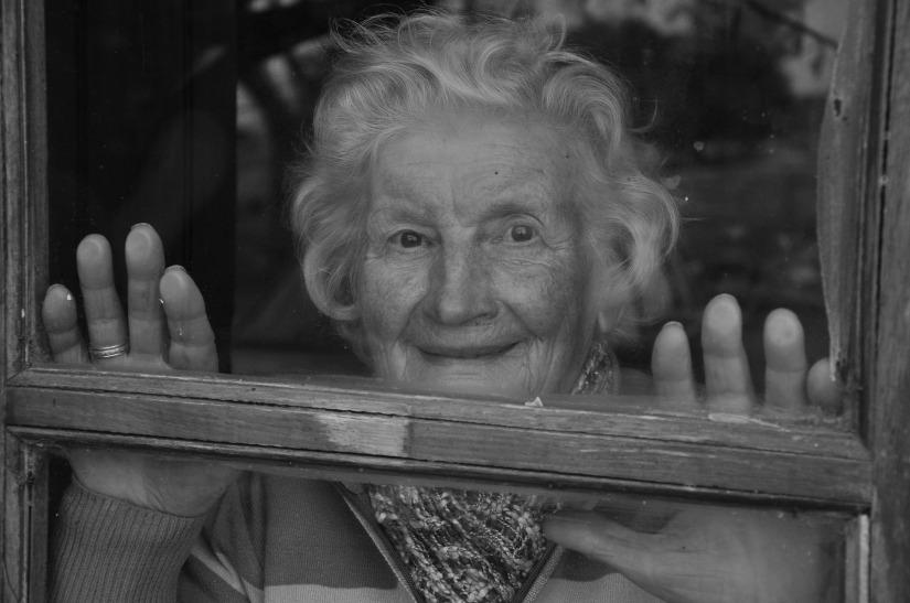 grandmother-952032_1920.jpg